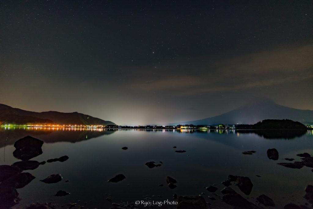 夜 河口湖 富士山 星空
