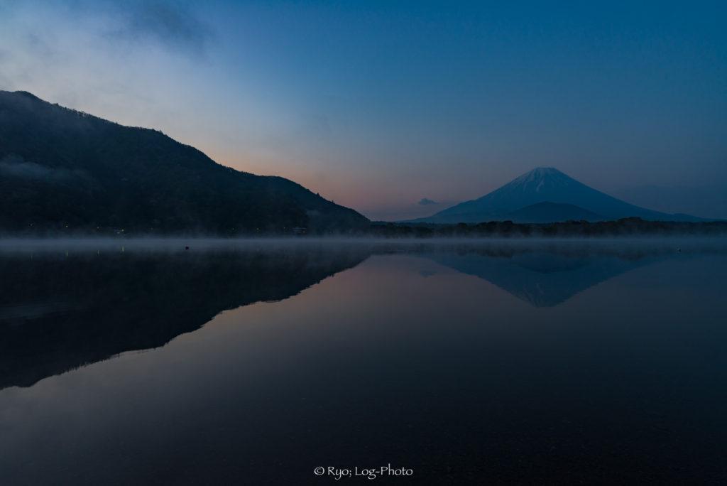精進湖 写真 湖 富士山 逆さ富士