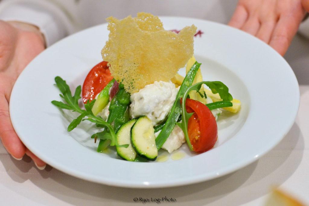 自家製リコッタチーズとマスカルポーネと魚介のサラダ