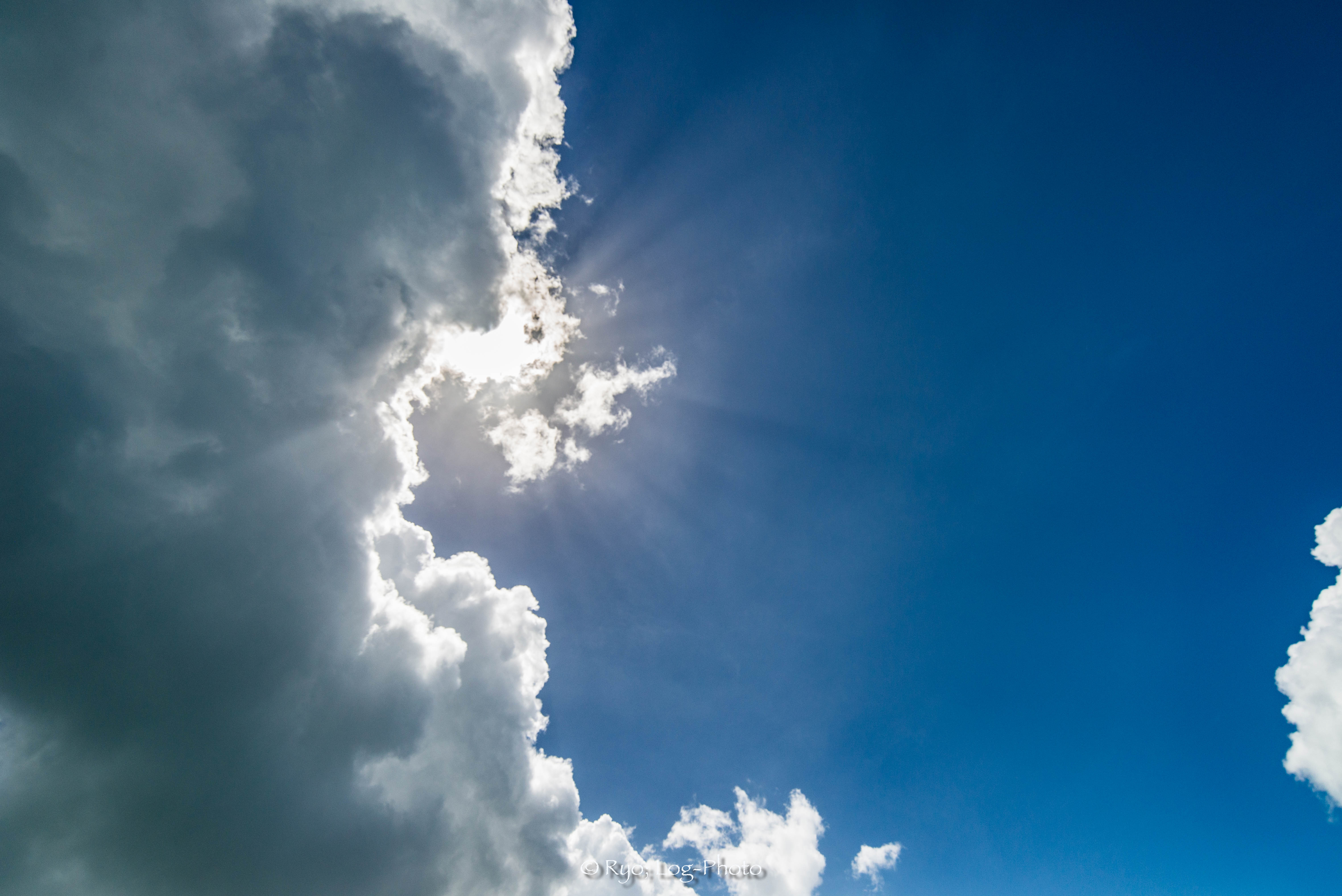 分厚い雲は、夏の空らしさがあります