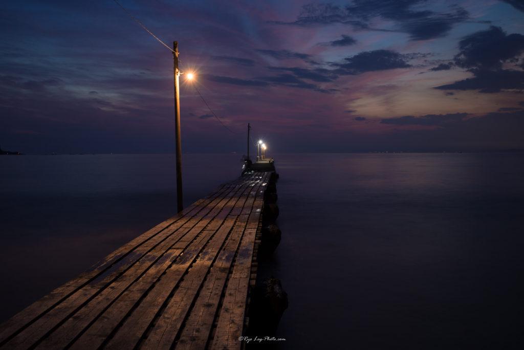 紫色になってきた 千葉県南房総市 原岡海岸 マジックアワー 桟橋