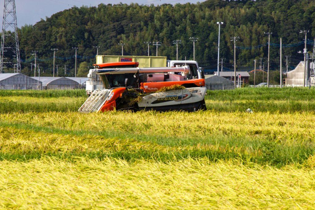 コンバイン 農作業 稲刈り