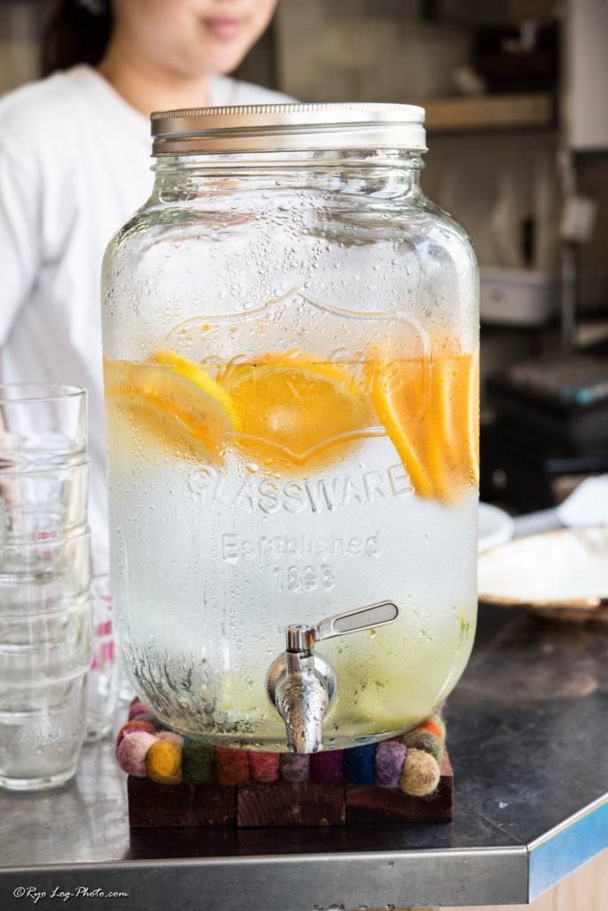 レインボーパンケーキ 水