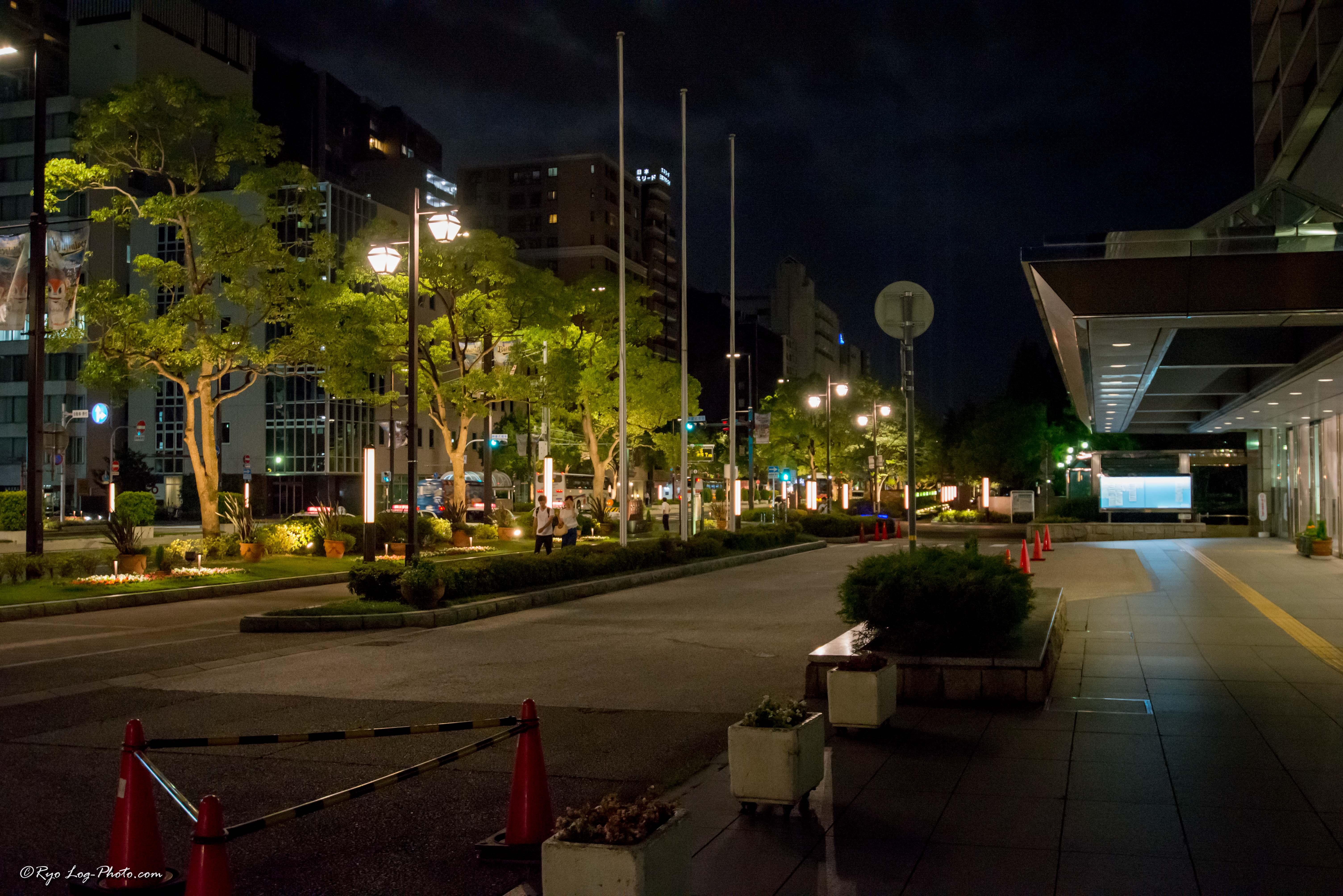 神戸市役所入口前にて