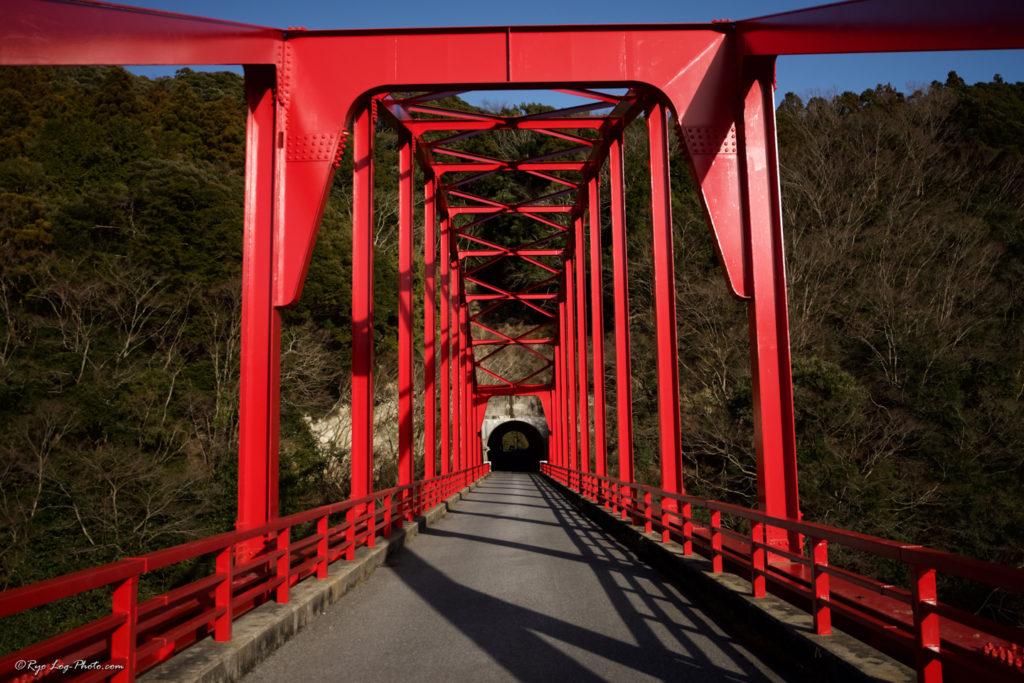 千葉 紅葉 亀山湖 赤い橋