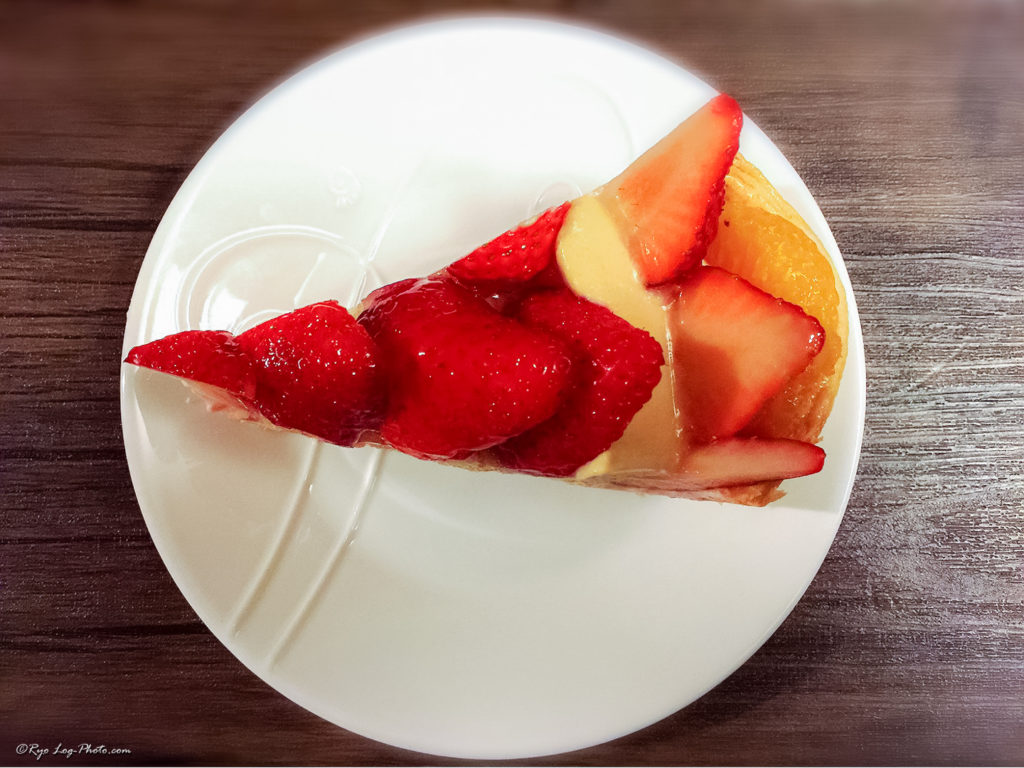 strawberry 輪花型イチゴムースとキャラメルクリーむのタルト