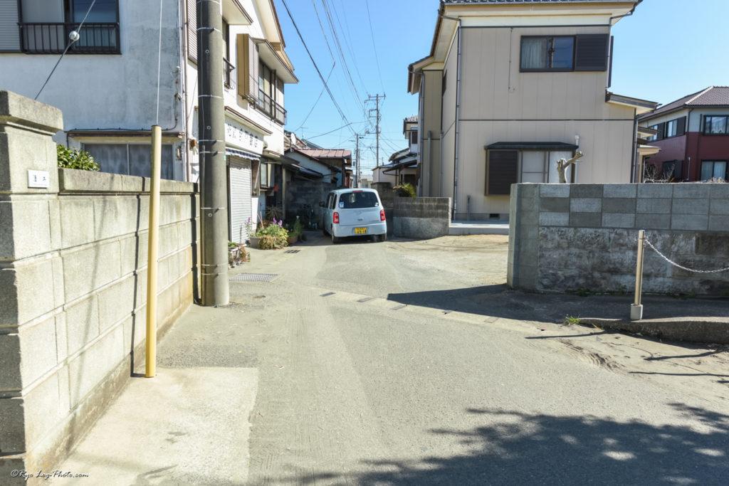 原岡海岸 駐車場 道 細い