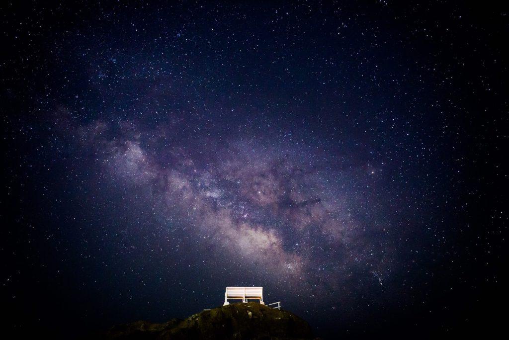 野島崎灯台 構図 白いベンチ