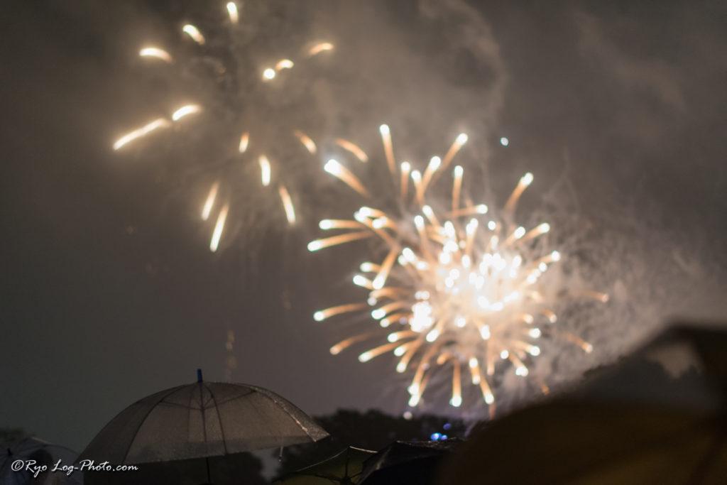 立川 花火大会 混雑 雨 撮影