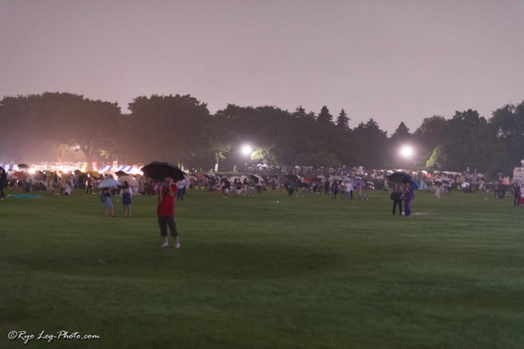 立川 花火大会 混雑 雨